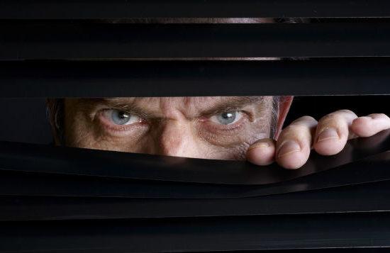 E' legale spiare una persona? E registrare le conversazioni?