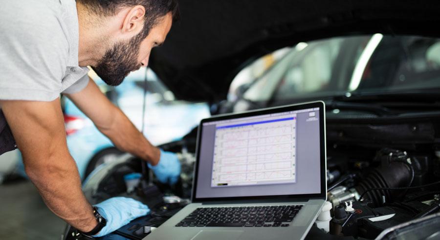 tecnico nella bonifica ambientale dell'automobile