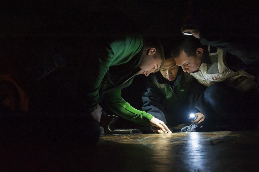 Ispezione tecnica durante le bonifiche ambientali da microspie